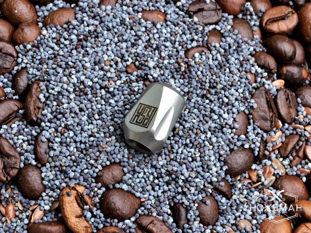Бусина на темляк Real Steel Titanium Lanyard Bead pyramid silver