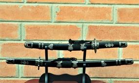 Набор сувенирные катаны на подставке