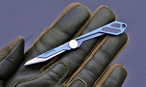 Брелок на ключи скальпель со сменными лезвиями