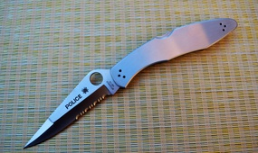 Нож Spyderco Police C07 серрейтор