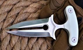 Push Dagger Queen Punch