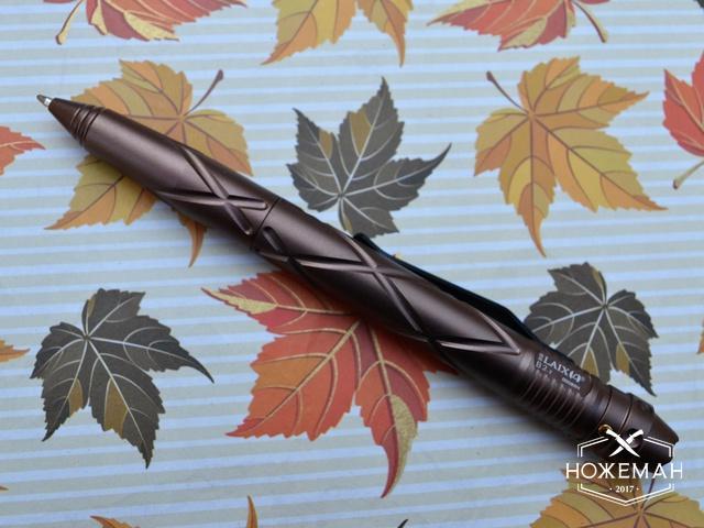 Ручка тактическая с фонариком Laix