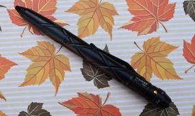 Тактическая ручка с фонариком Laix B2.2